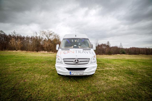 Wynajem pojazdów - autokaru i busa - jedna z usług firmy Leon Travel w Poznaniu oferowana naszym klientom